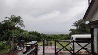 次第に風は強まって荒れた天気となってきていた10/11の八丈島