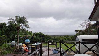 雨は時々強まって涼しい風が吹き荒れていた10/18の八丈島