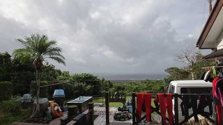 雲は広がり次第に涼しい風が強まってきていた10/22の八丈島