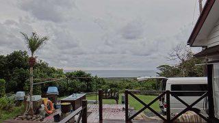 うっすらと広がる雲から次第に雨も降ってきていた10/27の八丈島
