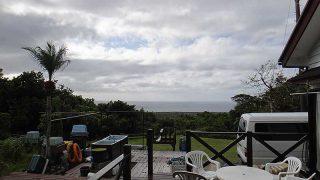 雲は多いが次第に青空も広がってきていた11/15の八丈島