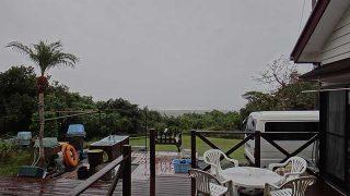 空には雲も広がり早めのうちは雨も降っていた11/25の八丈島