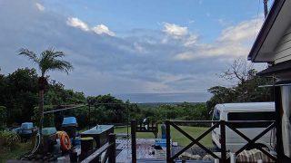 晴れ間もあるが雨も降り落ち着かない空模様となっていた12/10の八丈島