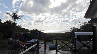 一時まとまった雨も降ってはくるが青空広がっていた12/25の八丈島