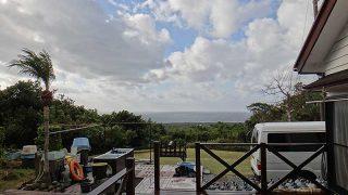 次第に青空広がるが西風強く荒れた天気となっていた12/27の八丈島