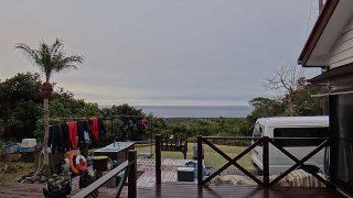 雲は次第に厚みを増して雨も降りだしてきていた12/30の八丈島