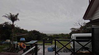 気温は上がり暖かくはあるが厚い雲が広がっていた3/28の八丈島
