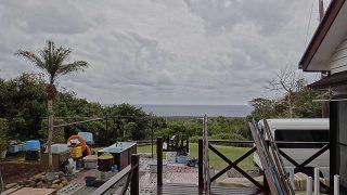 次第に雨は止んではくるが荒れた天気となっていた4/20の八丈島