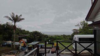 雲は広がり湿度も上がり湿気ぽい一日となっていた5/10の八丈島