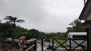 早めのうちは雨も残るが薄日も差し込んできていた5/17の八丈島