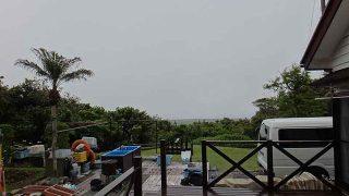 風は弱いが雨もパラつきスッキリしな空模様となってた5/18の八丈島