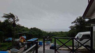 雨の止み間はあるものの荒れた天気となっていた6/19の八丈島