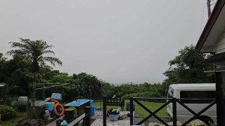 雲は多めで湿度も高いが所によっては青空も広がっていた7/9の八丈島