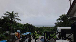湿度も上がり時折強めの雨も降っていた7/18の八丈島