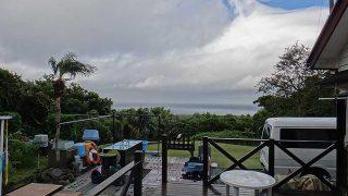 風は次第に弱まるもののパラパラと雨は降っていた10/12の八丈島