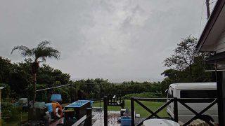 遅くなるほど雨風強まり肌寒くもなっていた10/17の八丈島