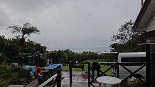 グズつく天気は変わらずで次第に雨風強くもなっていた10/19の八丈島