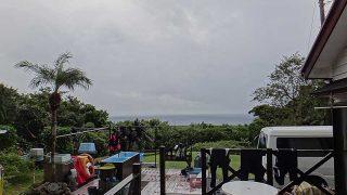 朝のうちは雨が残るが次第に空は明るくなってきていた10/20の八丈島