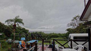 空気は冷たくなっていて早めのうちは雨も降っていた11/3の八丈島
