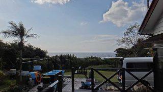 青空時折見られるが風が強まってきていた12/14の八丈島
