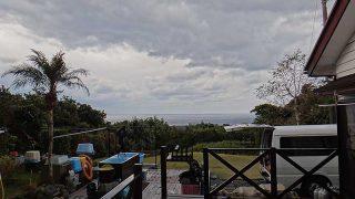 雲は広がり湿度も上がり暖かくなっていた12/24の八丈島