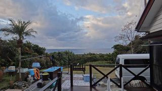 青空あるが寒さは厳しくあられも降ってきていた12/31の八丈島
