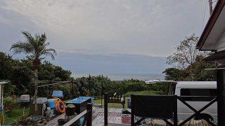 うっすらと空には雲は広がるが穏やかな天気となっていた12/9の八丈島