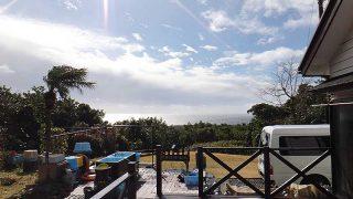 一時青空見られるものの雨風強まり荒れた天気となっていた1/24の八丈島