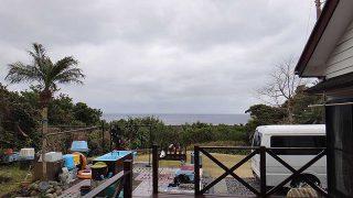 雲は広がり時折雨もパラついてきていた2/28の八丈島