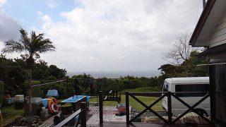 風は強めで涼しくあるが青空は広がってきていた4/15の八丈島