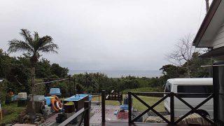 空には雲が広がってパラパラと雨も降ってきていた4/4の八丈島