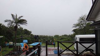 次第に風は収まるが雨はしっかり降ってきていた5/13の八丈島