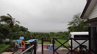 雨は強まり肌寒い天気となっていた5/22の八丈島