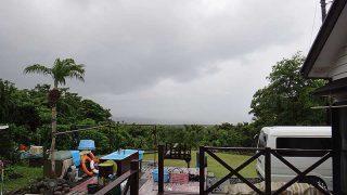 風は弱いが雲は広がりグズついた空模様となっていた6/21の八丈島