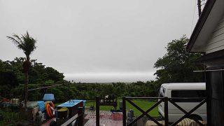 時折空は明るくなるが湿度は高く湿っぽい天気となっていた7/1の八丈島