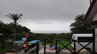 今にも雨が降りだしそうな厚めな雲が広がっていた7/6の八丈島