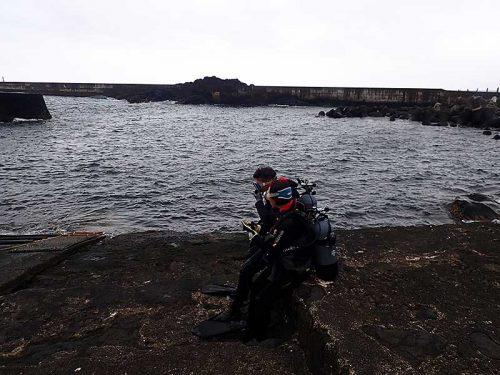 うねりはあるが八重根の海へ行きまして