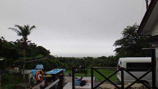雲は広がり湿度も高く蒸し暑い天気となっていた7/8の八丈島