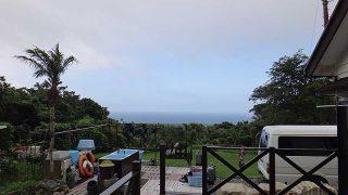 所によっては雲もかかるが青空が広がってきていた7/10の八丈島
