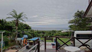 雲の合間からは青空見られるが雨も降ってきていた9/9の八丈島