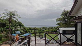 一時雨は降ってはくるが日中は少し空も明るくなっていた9/19の八丈島