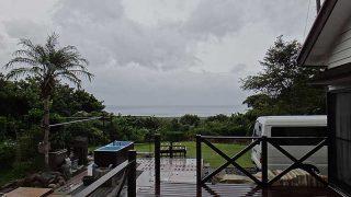 雲は広がり遅くなるほど雨風強まってきていた9/30の八丈島