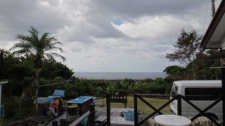 雲は増えるが青空あって日中は暑さが続いていた10/6の八丈島
