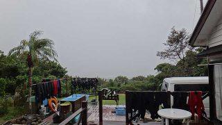 雨は降ったり止んだりでグズついた空模様となっていた10/13の八丈島