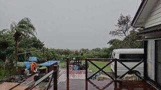 雨風強まり荒れた天気となっていた10/19の八丈島